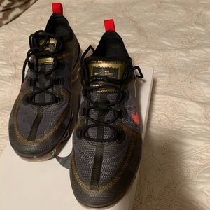 Nike Vapormax 2019 black/gold/red only worn once